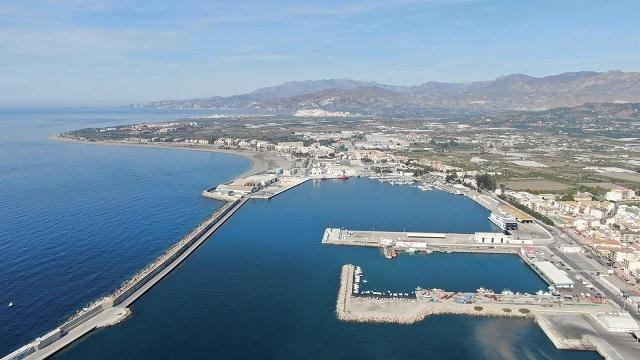 Vista del puerto motrileño.