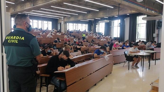 Uno de los exámenes de la oposición en Granada.