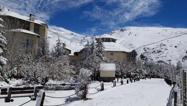 Estampa plenamente invernal en Pradollano tras la nevada.