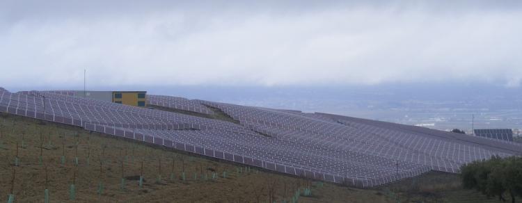 Planta solar de Las Gabias, inaugurada a finales de 2008, en su día la más grande de Andalucía, pero ahora pequeña respecto a los proyectos previstos.
