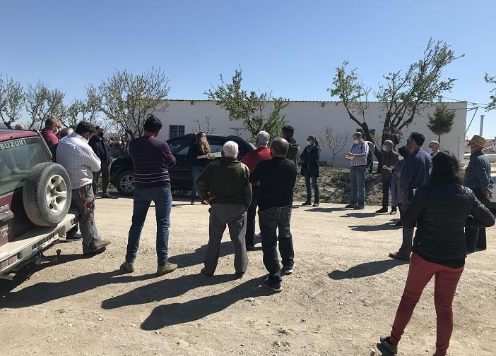 Agricultores y ganaderos empiezan a movilizarse contra las megaplantas solares.
