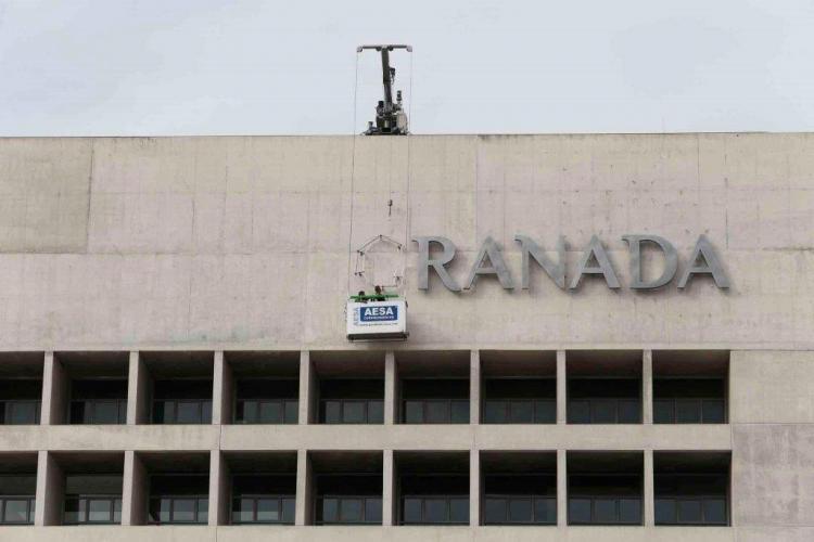 Caja Granada cambió los rótulos de la fachada para resaltar BMN.