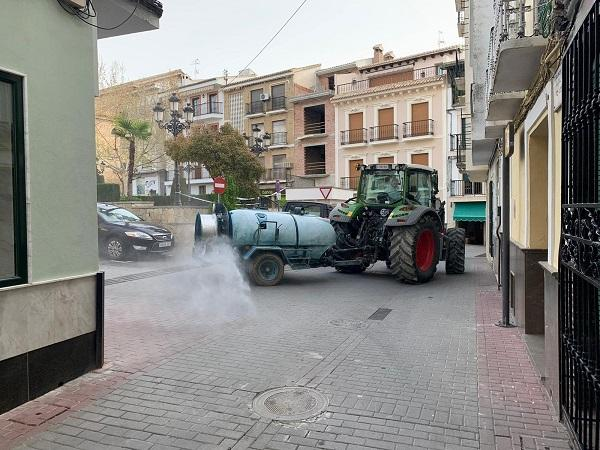 Limpieza de las calles de Algarinejo.