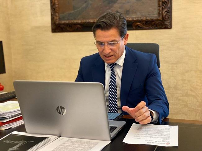 Luis Salvador, este jueves durante la reunión telemática con los hosteleros.