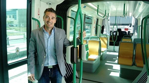 Manuel Olivares en una jornada informativa del Metro.