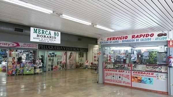 Comercios en Merca 80, en el Zaidín.