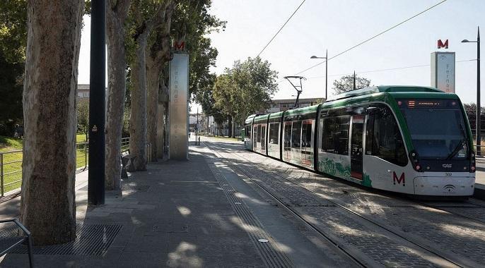 El Metro a la salida de Armilla.