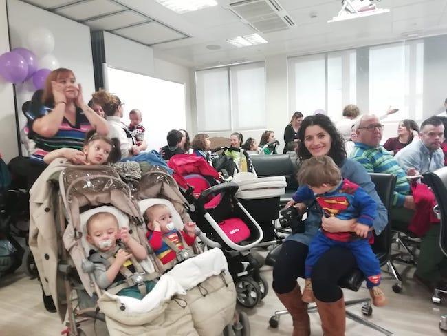 Madres acompañados de sus 'supermanes'.