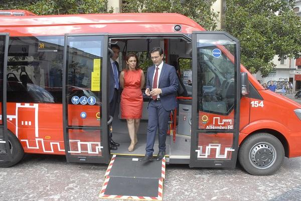 El alcalde y la concejala de Movilidad con el representante de Rober.