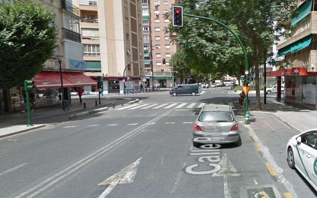 Calle Palencia, en su confluencia con la Avenida de Dílar.