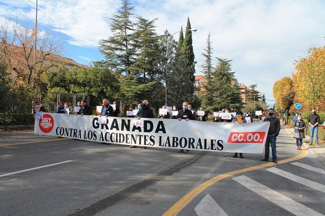 Imagen de la concentración por la muerte del médico Tomás Ureña