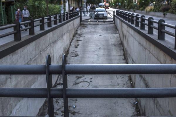 Acceso al túnel sin uso del Metro.