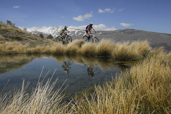 La ruta atraviesa bellos parajes de Sierra Nevada.