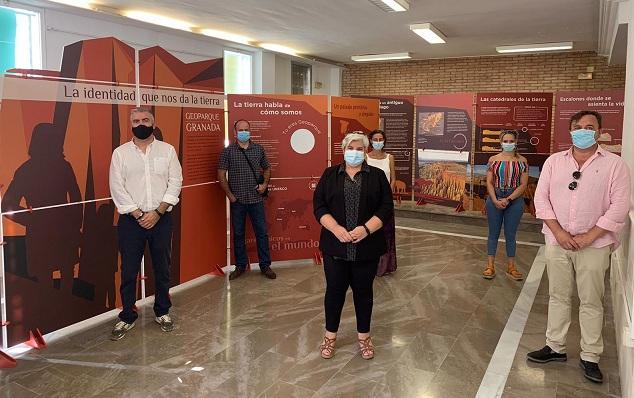 La exposición se ha inaugurado este miércoles en Alamedilla.