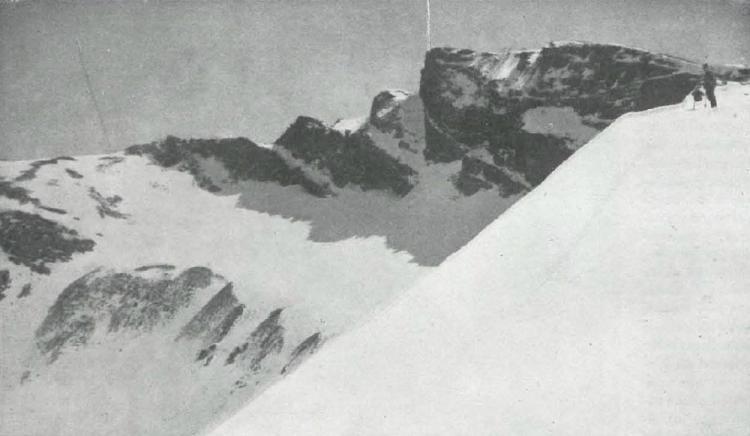 En la Semana Santa de 1922, la Sociedad Peñalara de Madrid hizo esta fotografía y una descripción que certificaba la existencia del glaciar del Veleta.