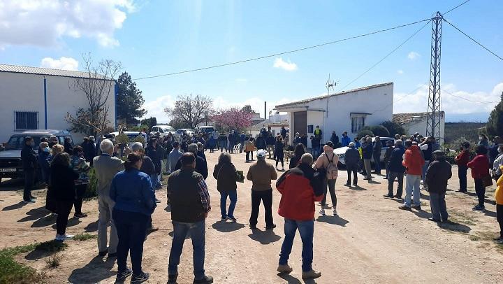 Concentración de agricultores y vecinos este pasado sábado en Caniles.