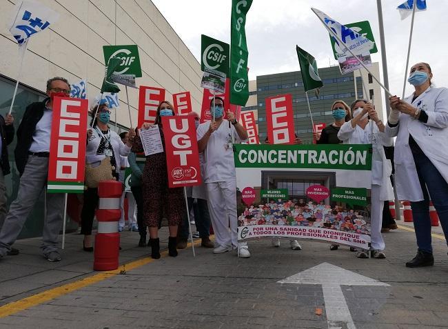 Protesta a las puertas de las Urgencias del PTS.