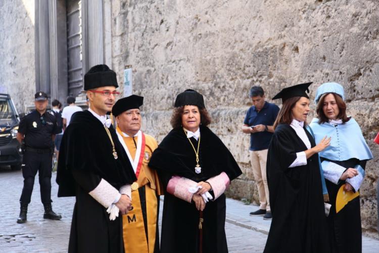 La rectora y la consejera han presidido la apertura del curso académico.