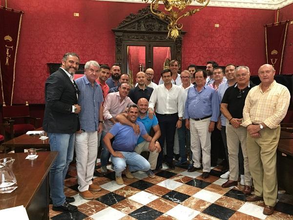 Cuenca con los representantes de salas de fiestas y discotecas.