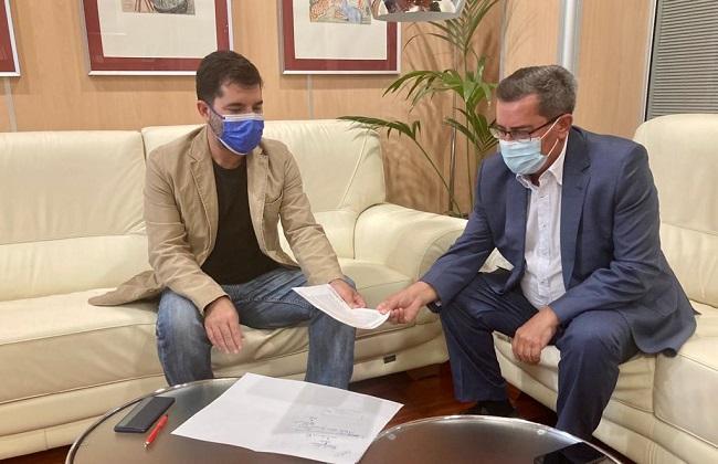 Dani mesa y Pepe Entrena, durante la reunión celebrada este miércoles.