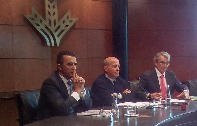 Dimas Rodríguez (izquierda) en una rueda de prensa con Antonio León (primero por la derecha).