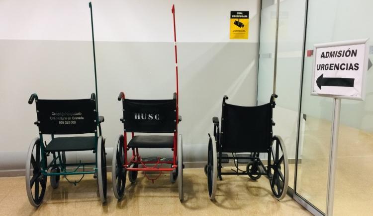 Sillas de ruedas a la entrada de Urgencias en el Hospital del PTS.