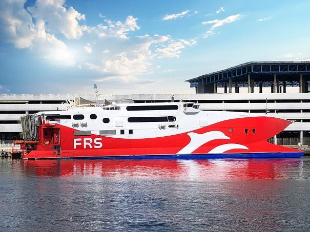 La ruta será operada por el fast ferry Tarifa Jet, que aparece en la fotografía con el nuevo logotipo de la naviera.