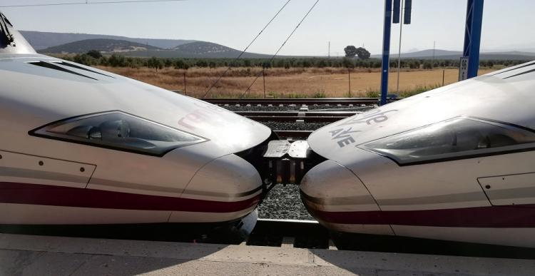 Trenes AVE en la estación de Santa Ana en Antequera.