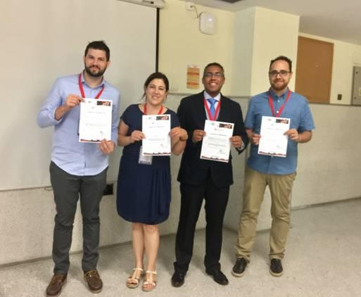 El investigador de la UGR Juan Manuel Melchor Rodríguez, a la derecha de la imagen, recoge el premio de la Sociedad Europea de Biomecánica.