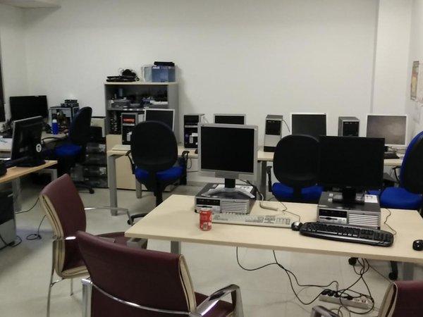 Los ordenadores han sido preparados por la Oficina de Software Libre.