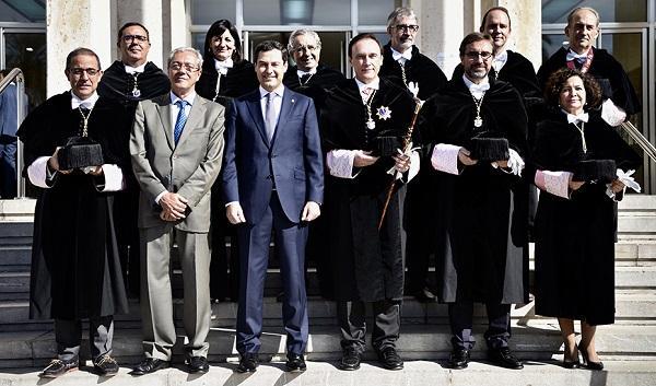 El presidente de la Junta y el consejero del ramo con los rectores andaluces.
