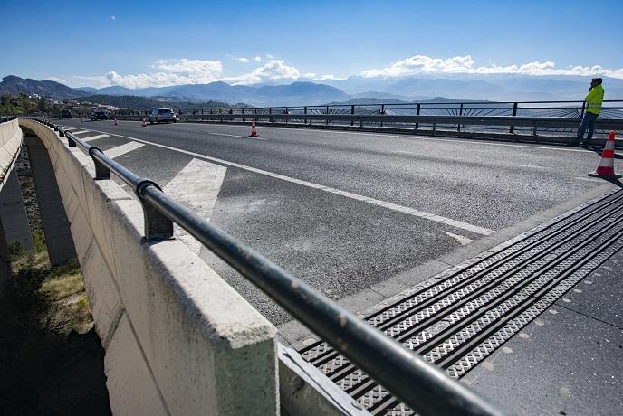 Viaducto, con las juntas de dilatación reparadas.