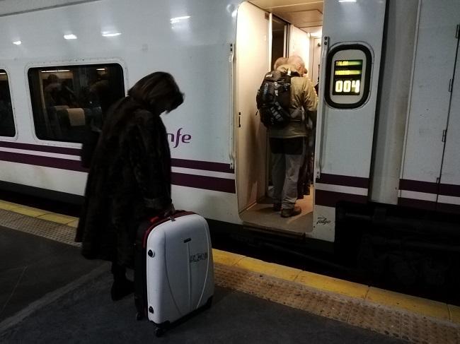 Viajeros subiendo al tren el pasado 26 de noviembre.