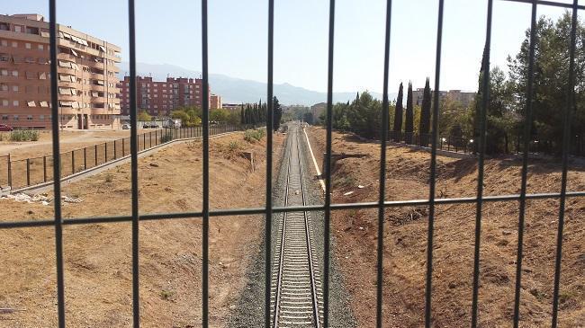 Vías del tren convencional a su entrada por el Cerrillo de Maracena.