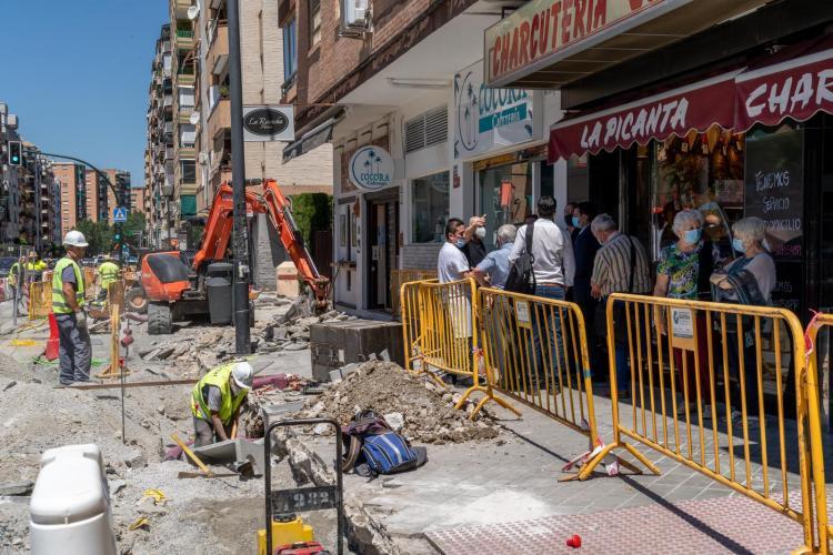 Visita del PSOE, este martes, a las obras de la calle Palencia.