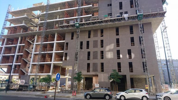 Edificio en construcción en la zona del Campus de la Salud.
