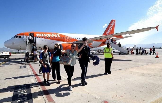 Pasajeros del primer vuelo con Manchester.