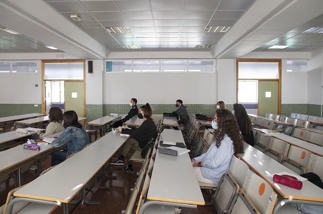Imagen de un aula de la UGR, este lunes.