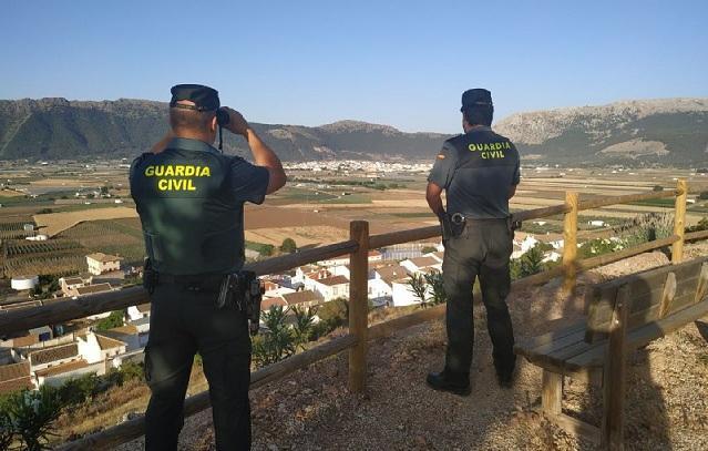 Agentes en el Llano de Zafarraya.
