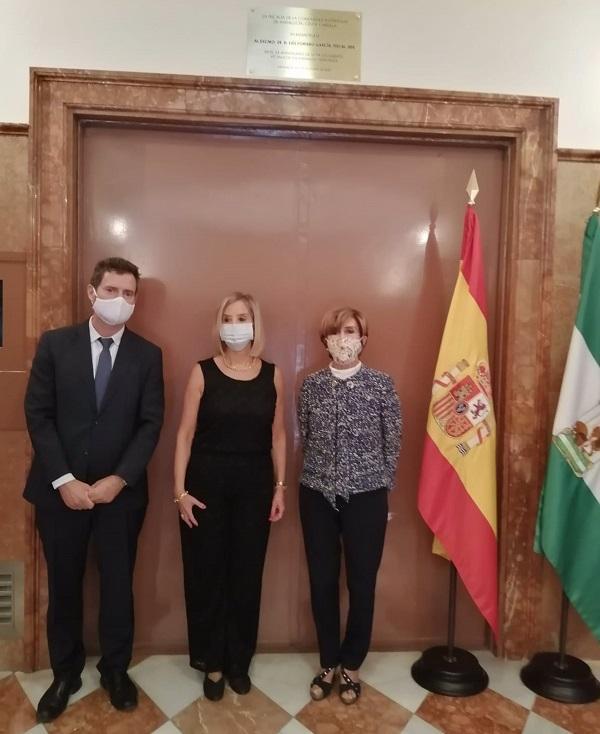 De izquierda a derecha, Luis Portero de la Torre, Ana Tárrago y Rosario de la Torre.