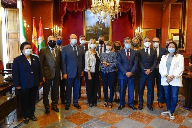 Corporativos y resto de autoridades en el acto celebrado en el Ayuntamiento de Granada.