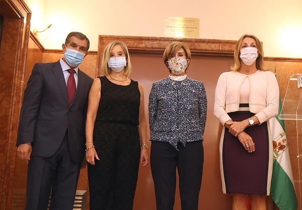 La fiscal superior, Ana Tárrago, con Rosario de la Torre, el presidente del TSJA y la secretaria de