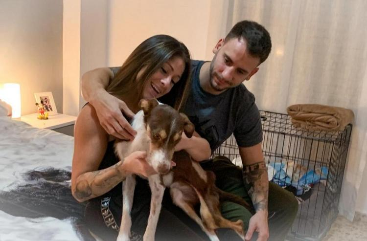 María y David, con su perra Moka.