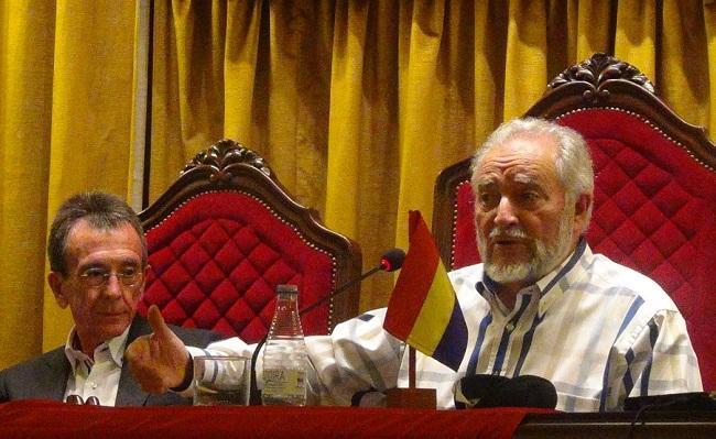 Julio Anguita y José Luis García Puche, durante un acto de la Granada Republicana UCAR Granada.