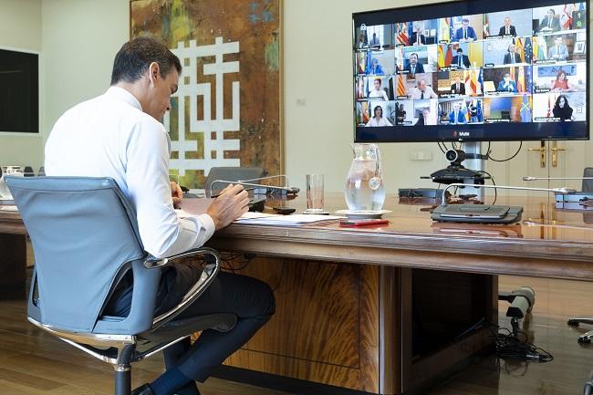 El presidente, en la última reunión del estado de alarma con los presidentes autonómicos.