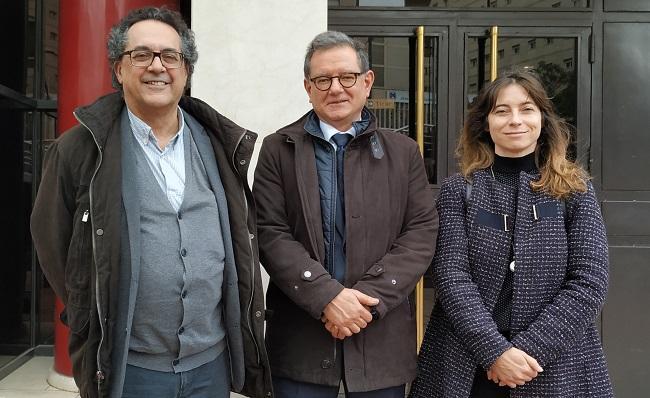 Marta Gutiérrez y Antonio Daponte con su abogado.