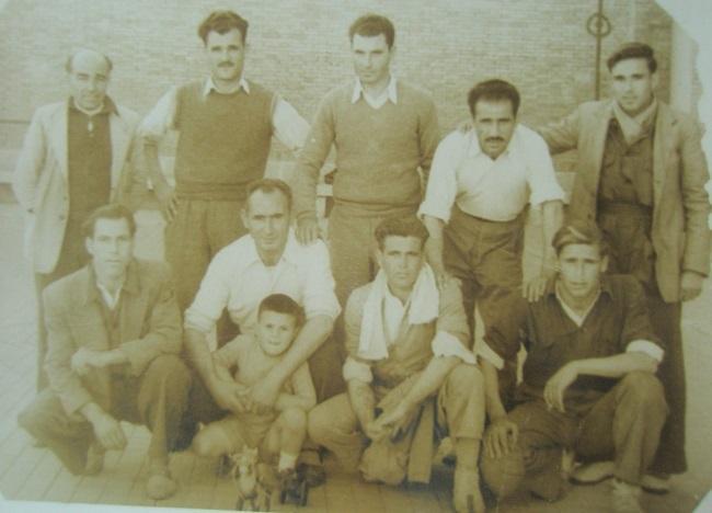 Arriba en el centro, Ramiro Fuente Ochoa, entre Manuel Pinilla y Miguel Cruz. Agachados, desde la izquierda, Rafael Mellado, Ricardo Beneyto y Victoriano Sánchez.