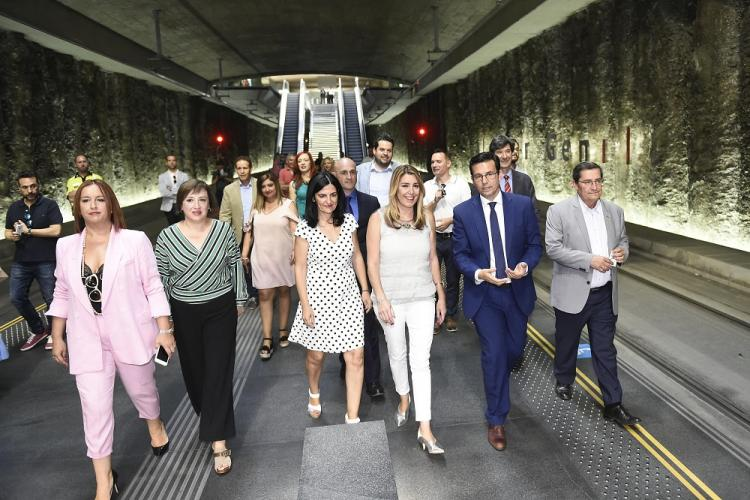 Susana Díaz durante su visita a la Estación de Metro de Alcázar del Genil.