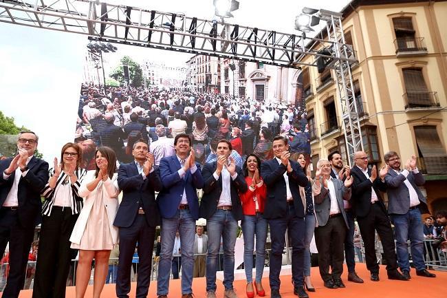 Acto de Ciudadanos, con Albert Rivera y Juan Marín, el pasado mayo en Granada.