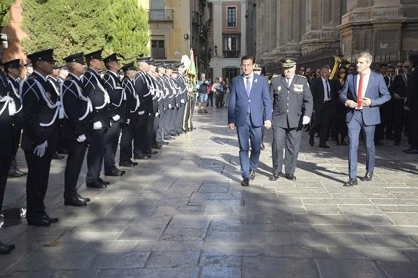 El alcalde, con el jefe de la Policía Local y el edil de Seguridad.